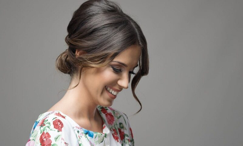 3 Stylish Hair Buns Without Any Products – DIY messy bun