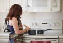 housewives earn money from home